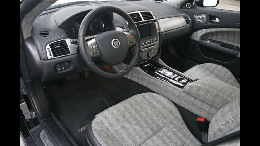 "Fuorisalone 2011: ""record"" di Alcantara per la Jaguar XKR 75"