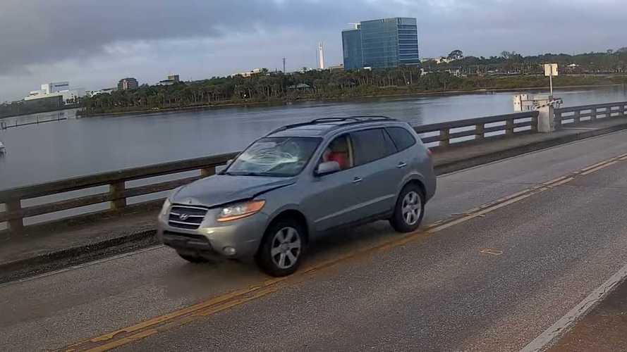 Amerika'da Köprüden Uçan SUV