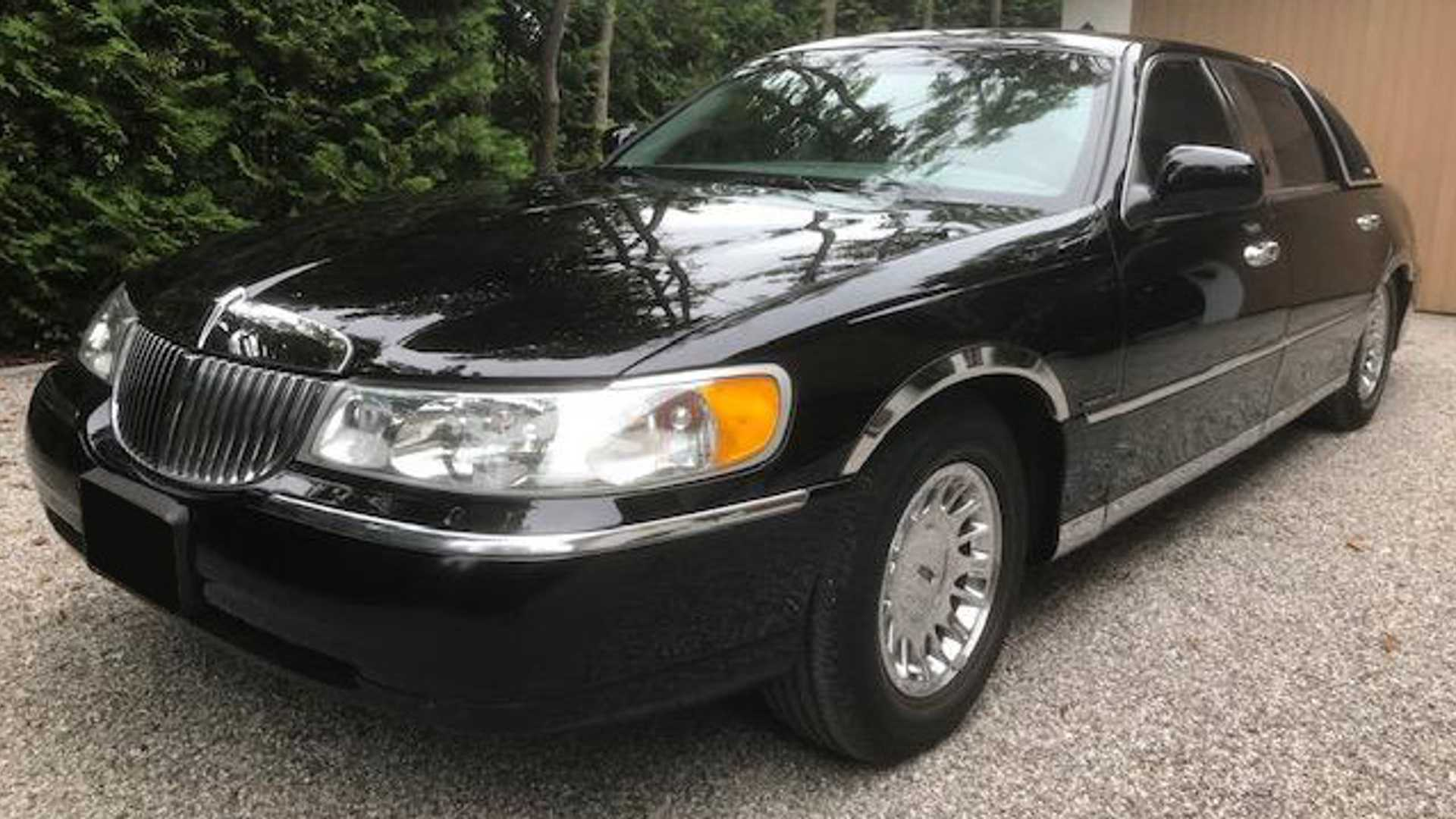"[""Buy Johnny Cash's 2001 Lincoln Town Car""]"