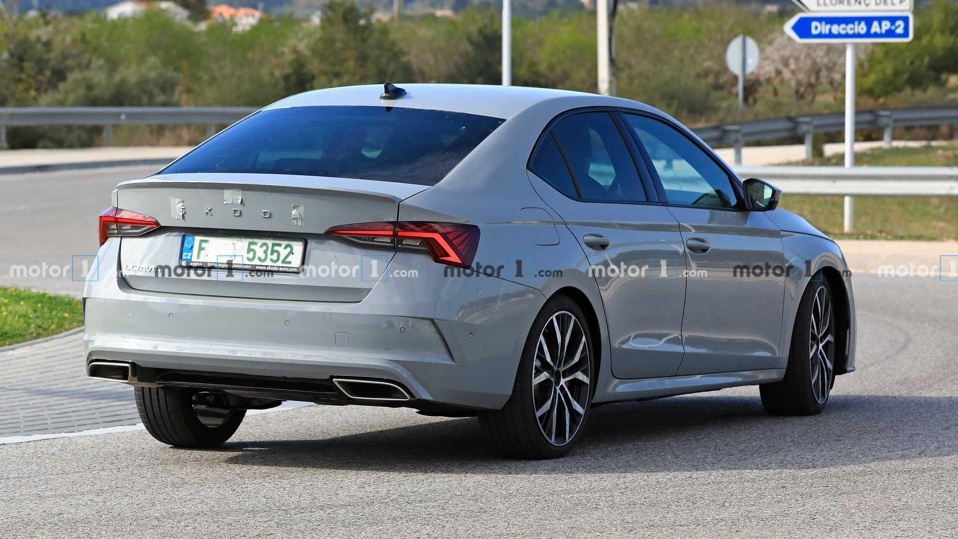 2021-skoda-octavia-rs-iv-spy-photo.jpg