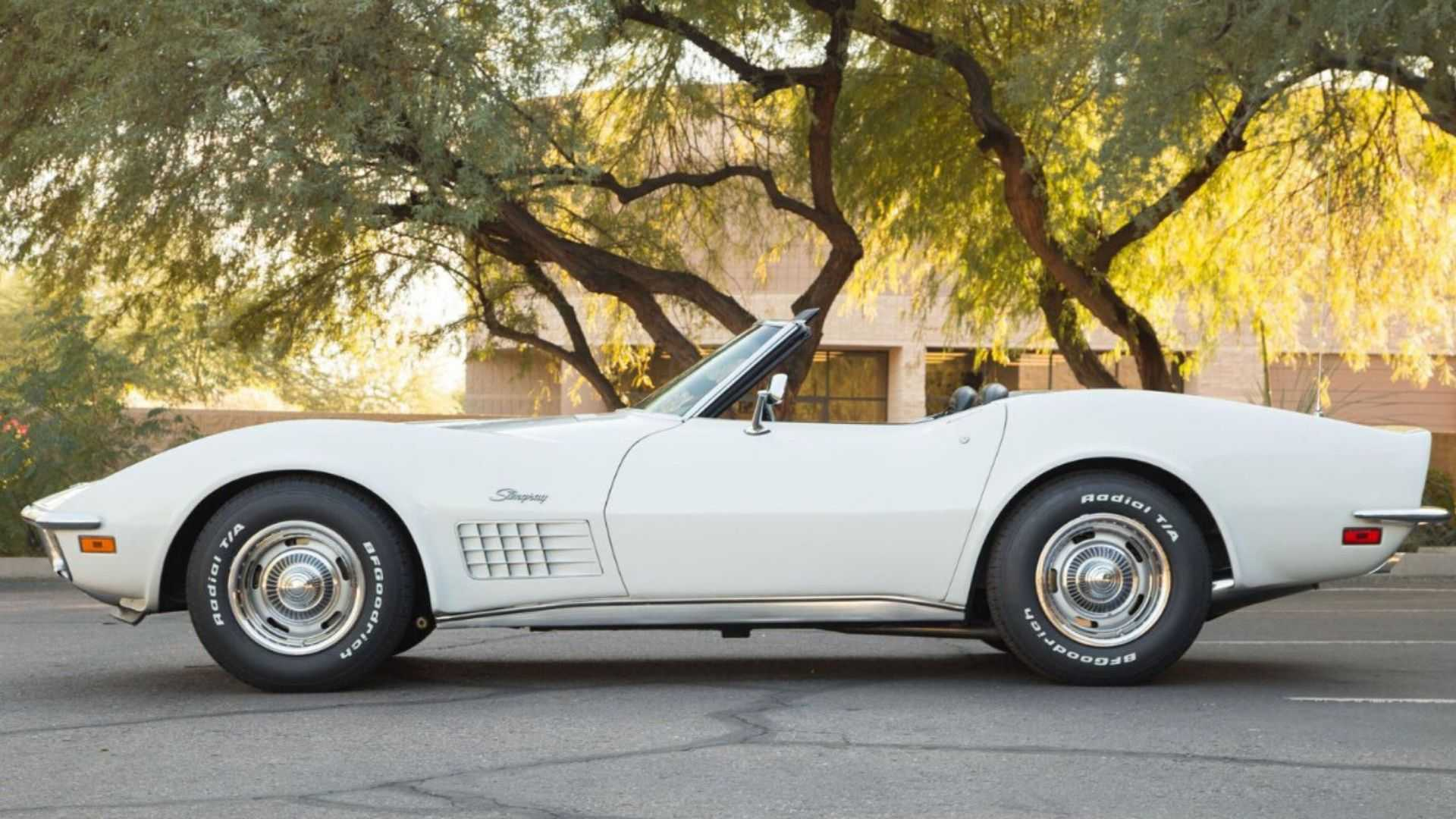 """[""""Ride On In This 1972 Chevy Corvette""""]"""