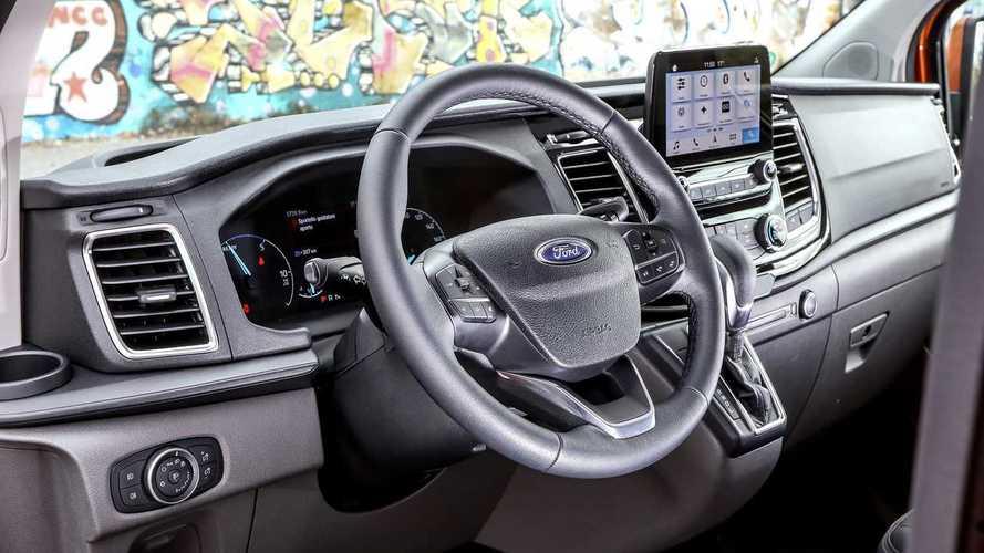 Ford Transit Custom Plug-in Hybrid, il test a Roma