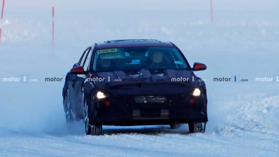 Novo flagra: Hyundai Elantra 2021