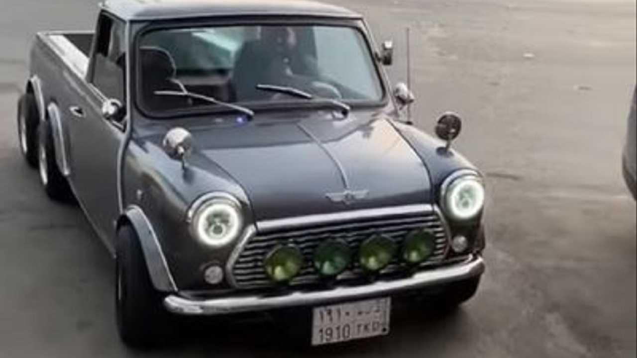 Mini Cooper with 6 Wheels