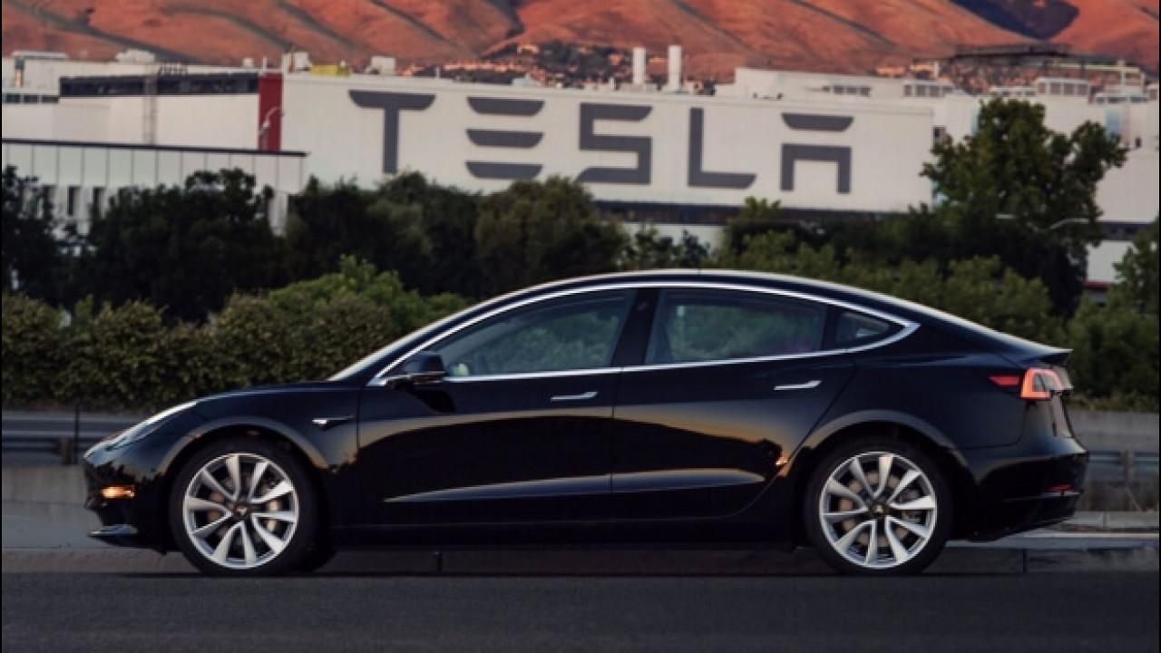 [Copertina] - Tesla Model 3, la prima auto prodotta è stata regalata ad Elon Musk