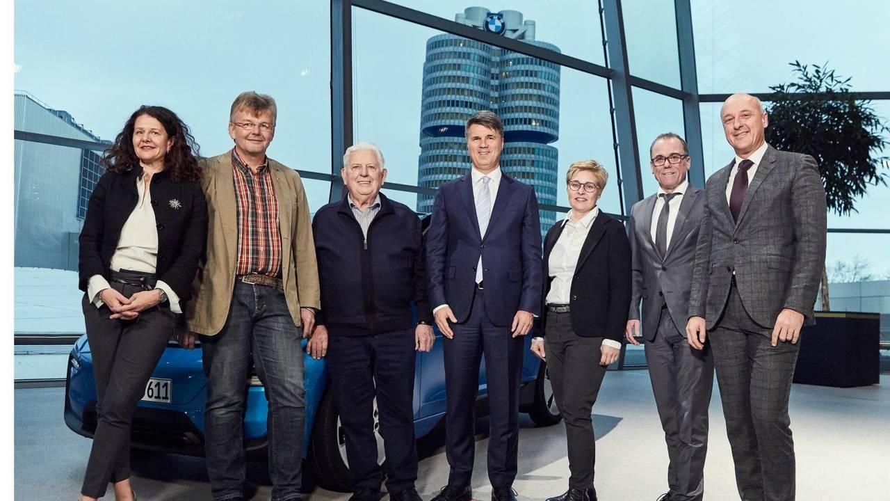 BMW fabrica 100.000 vehículos electrificados