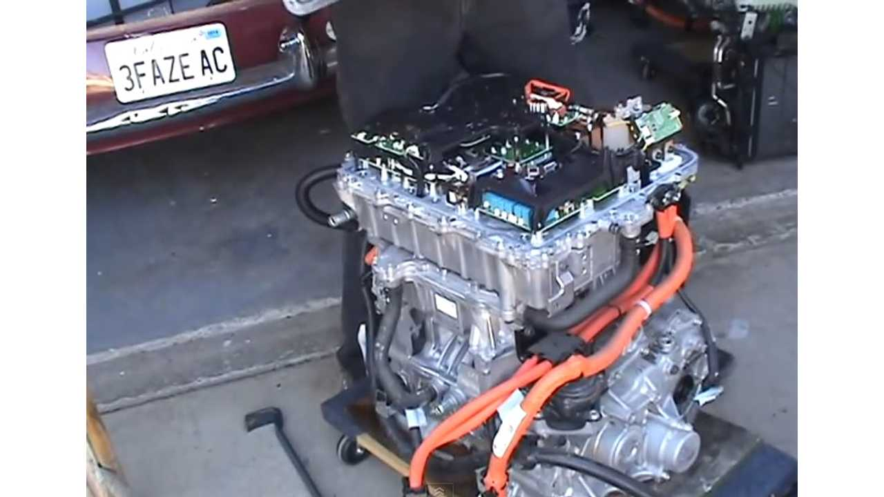 Nissan LEAF Electric Motor Disassembly - Video