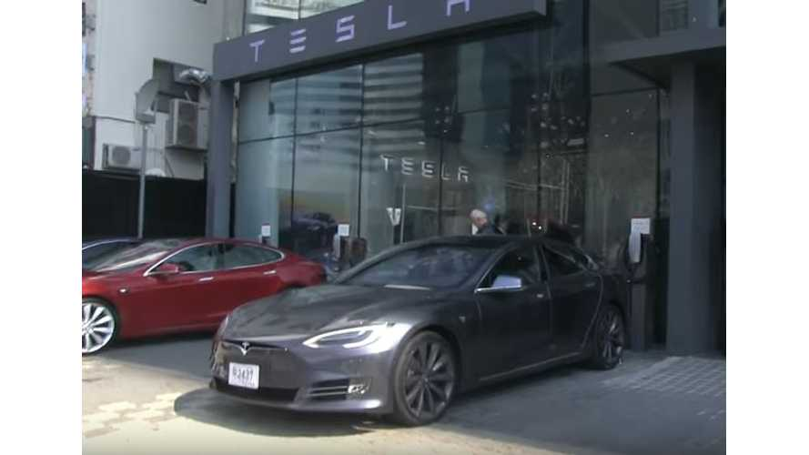 Bjorn Nyland Visits Tesla's Store In South Korea - Video