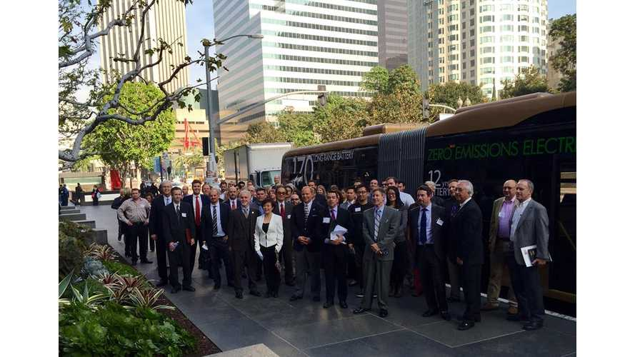 BYD's Articulated Electric Bus in Los Angeles - Video