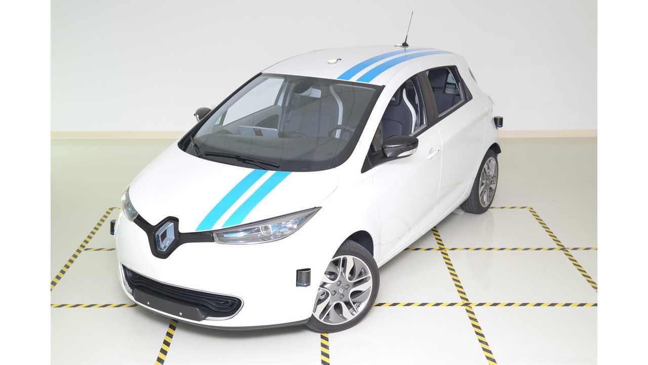 Groupe Renault Debuts a World's First in Autonomous Obstacle Avoidance that Matches Professional Test Drivers