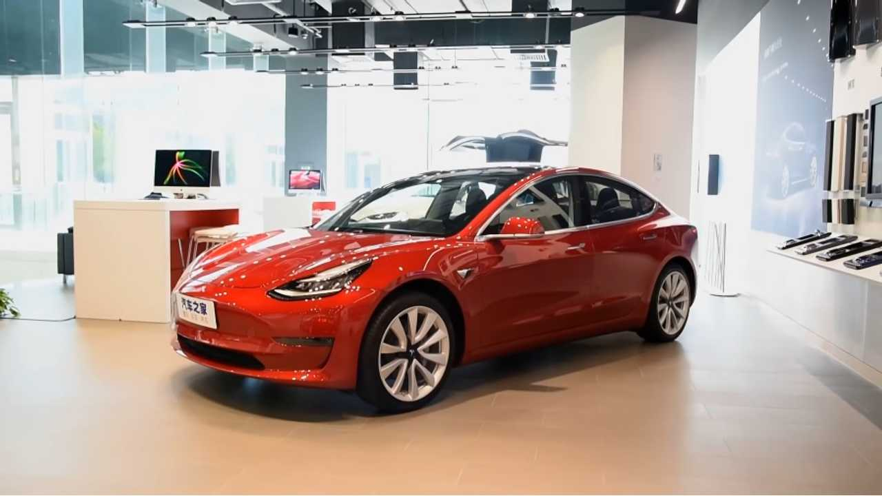 Model 3 Shows Up In Chinese Tesla Store - Video