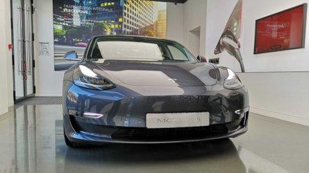 VIDEO - Une Tesla Model 3 évite un accident de justesse