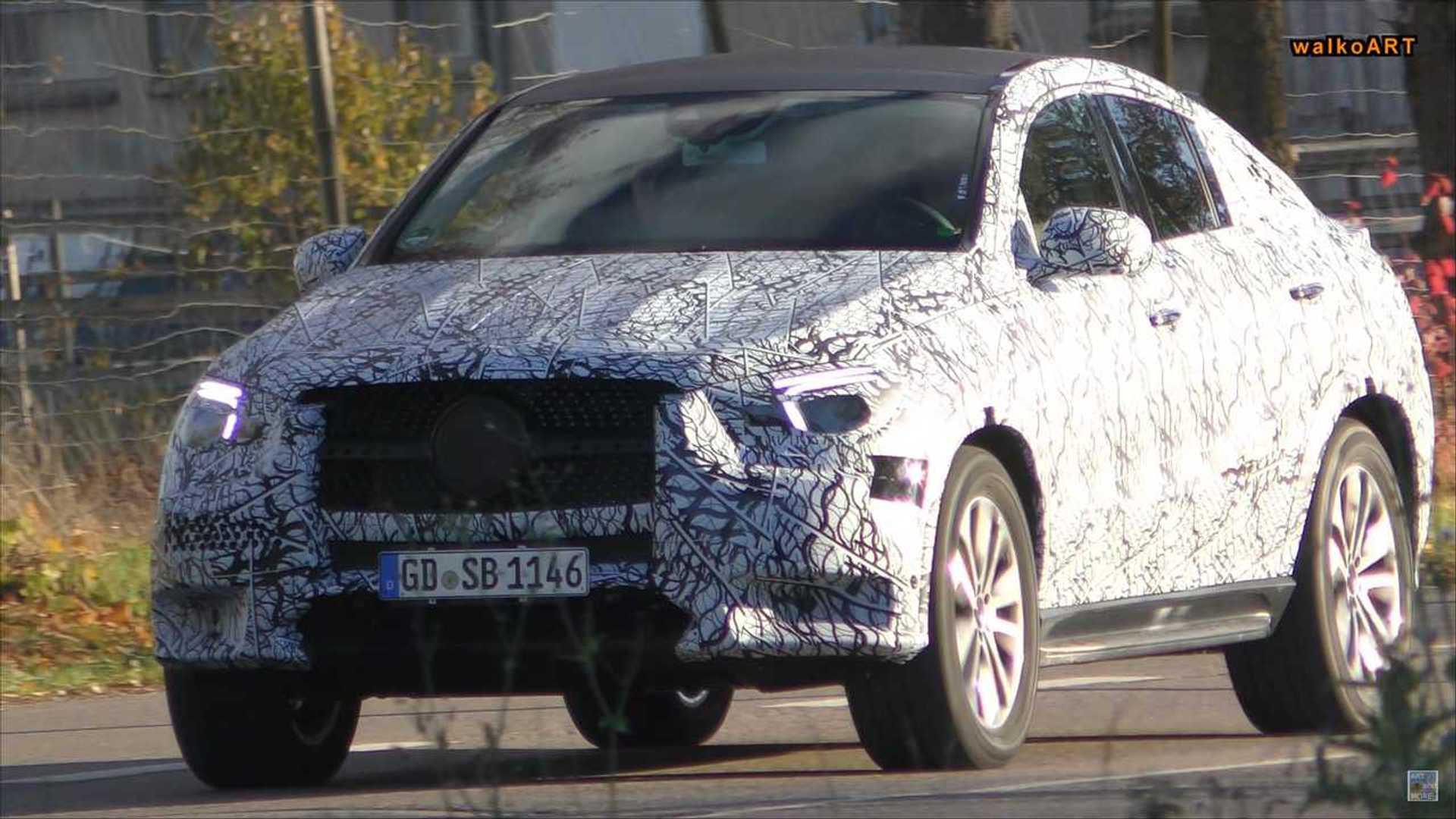 Matchbox Jurassic World MercedesBenz GLE Coupe Die Cast