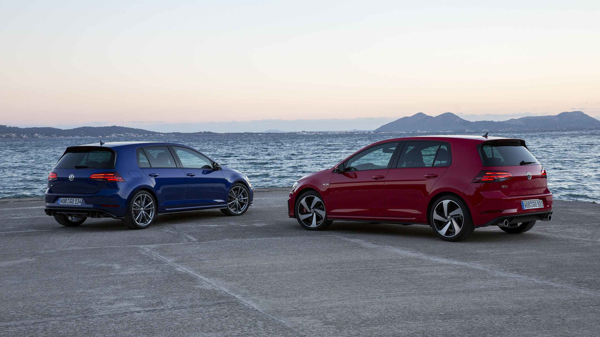 Volkswagen Golf Gti Vs R Which Should You Buy