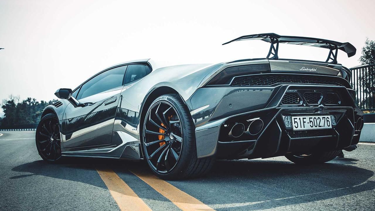 You Need Shades To Look At This Liquid Metal Lamborghini