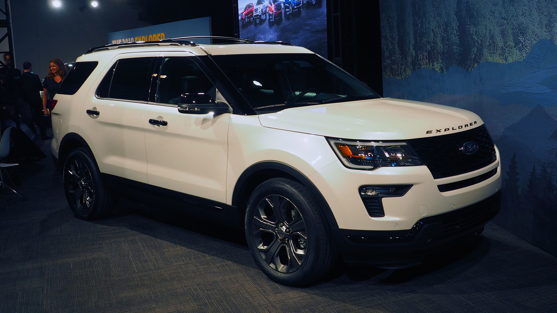 Ford Explorer Updates Include More Tech Safety Options - Ford show car