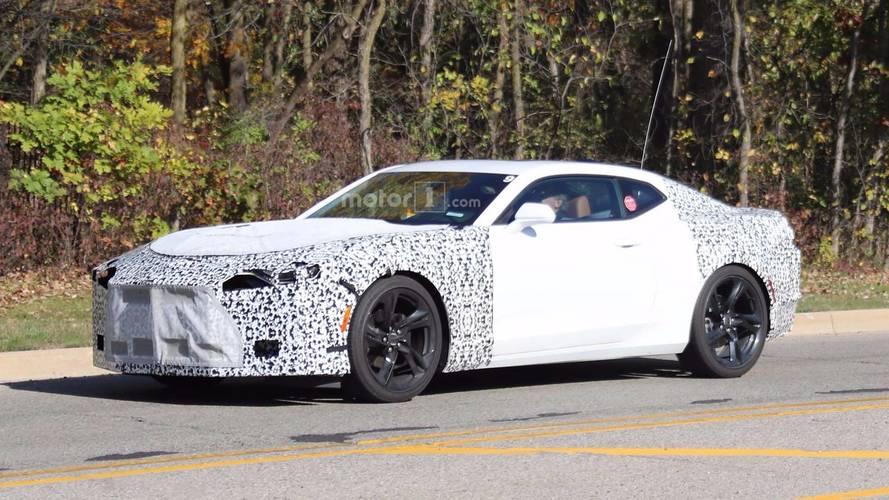 2019 Chevrolet Camaro filosu Shelby Mustang ile yakalandı