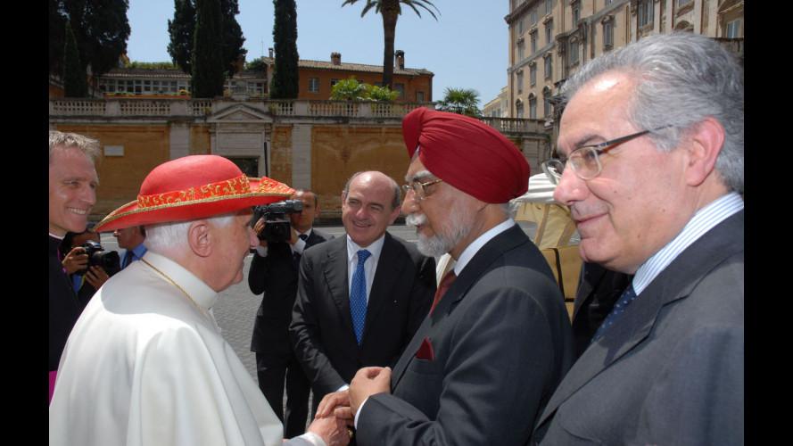 Un Ape Calessino e il SUV DR5 per il Papa