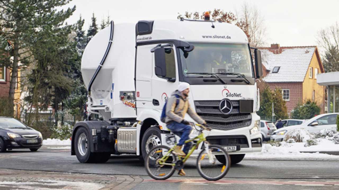 Mercedes-Benz Actros, ora ha la frenata automatica intelligente