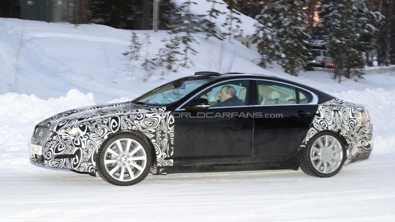 2012 Jaguar XF facelift spied 14.02.2011