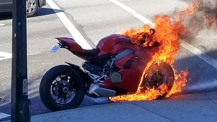 Bu Ducati Panigale V4 çok ateşli