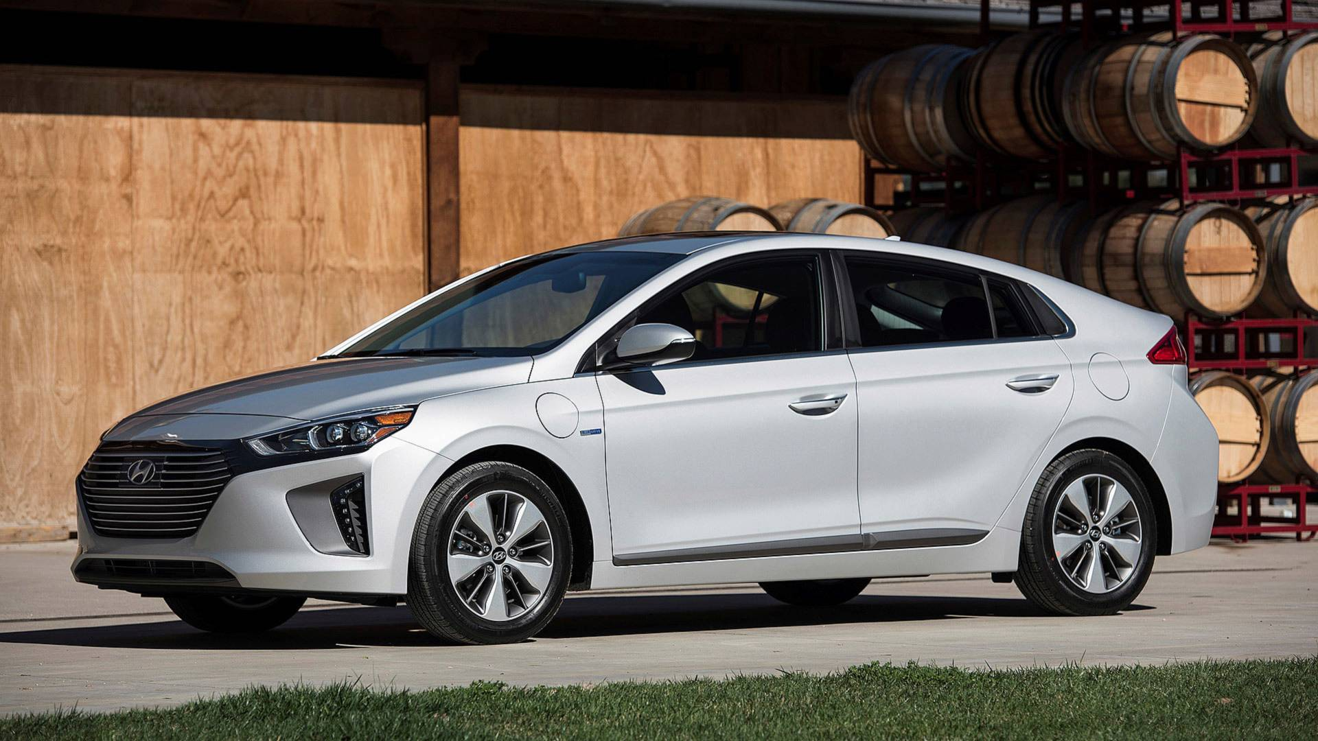 hyundai ioniq plug in hybrid news and reviews. Black Bedroom Furniture Sets. Home Design Ideas