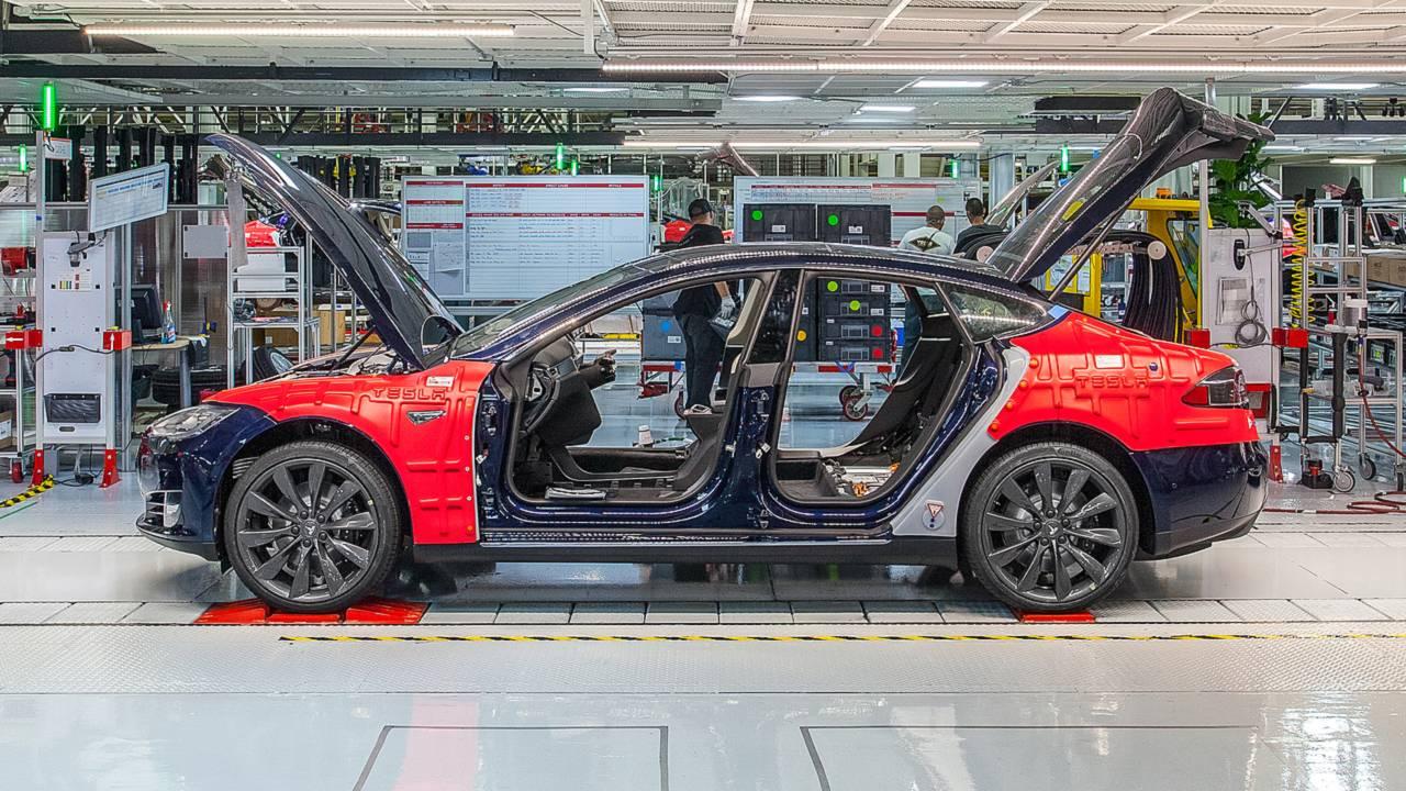 Tesla Model S nello stabilimento di Fremont