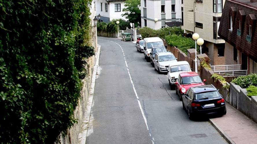Safety charity calls for local measures to tackle pavement parking