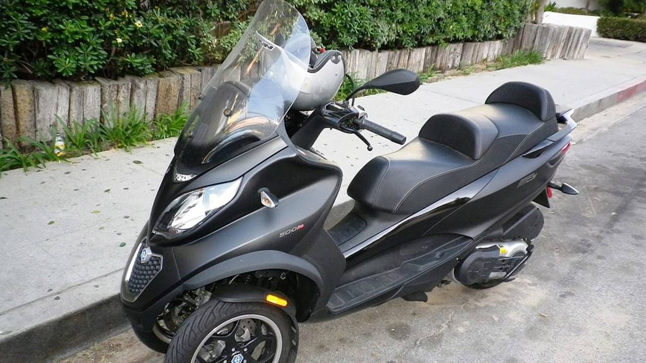 piaggio mp3 500 abs road test spring fling with a big quirky italian. Black Bedroom Furniture Sets. Home Design Ideas