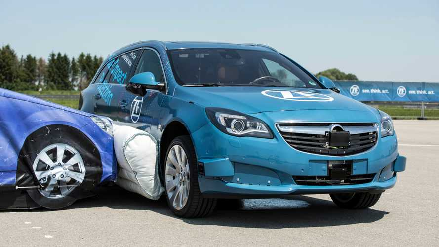 ZF mostra primeiro airbag lateral externo