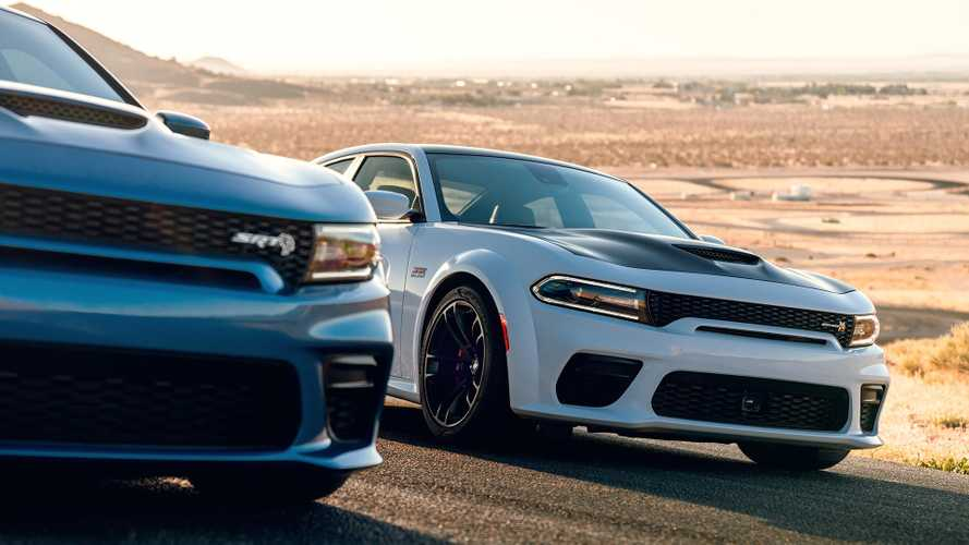 2020 Dodge Charger SRT Hellcat Widebody и 2020 Dodge Charger Scat Pack Widebody