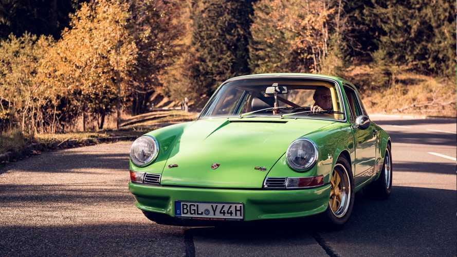 Brilliant Mechanic Drives Porsche 911 T Without Any Pedals