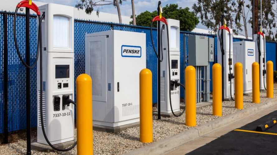 Penske Truck Leasing Launches 4 Fast Charging Stations For Trucks
