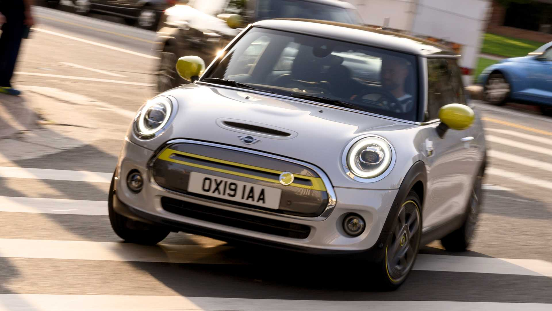 Mini Electric car sales almost caught BMW i in H1 2020