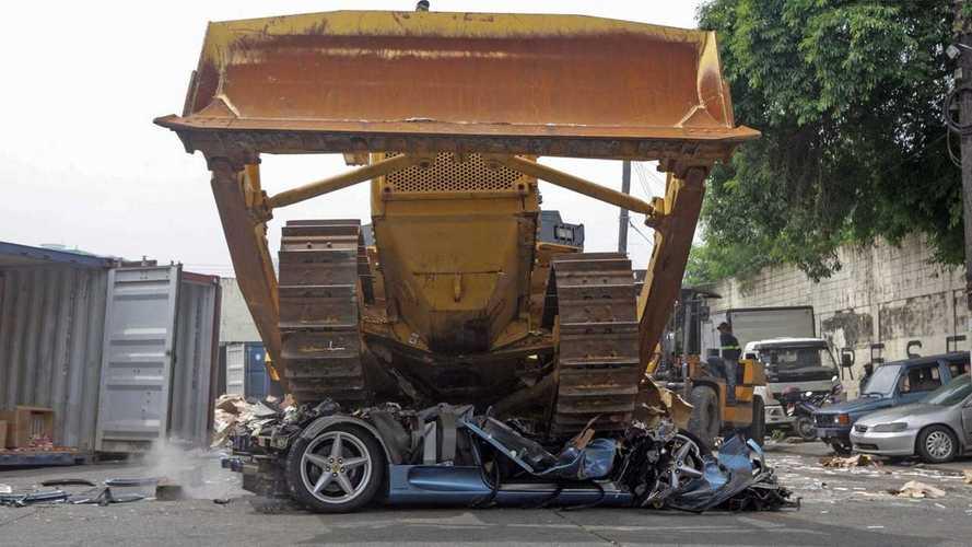 Ferrari 360 Spider aplastado por bulldozer