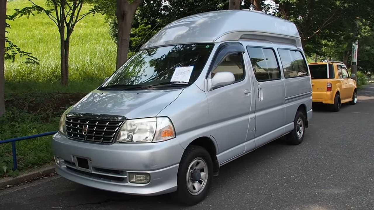 This Old Toyota Grand Hiace Camper Makes Clever Use Of Space
