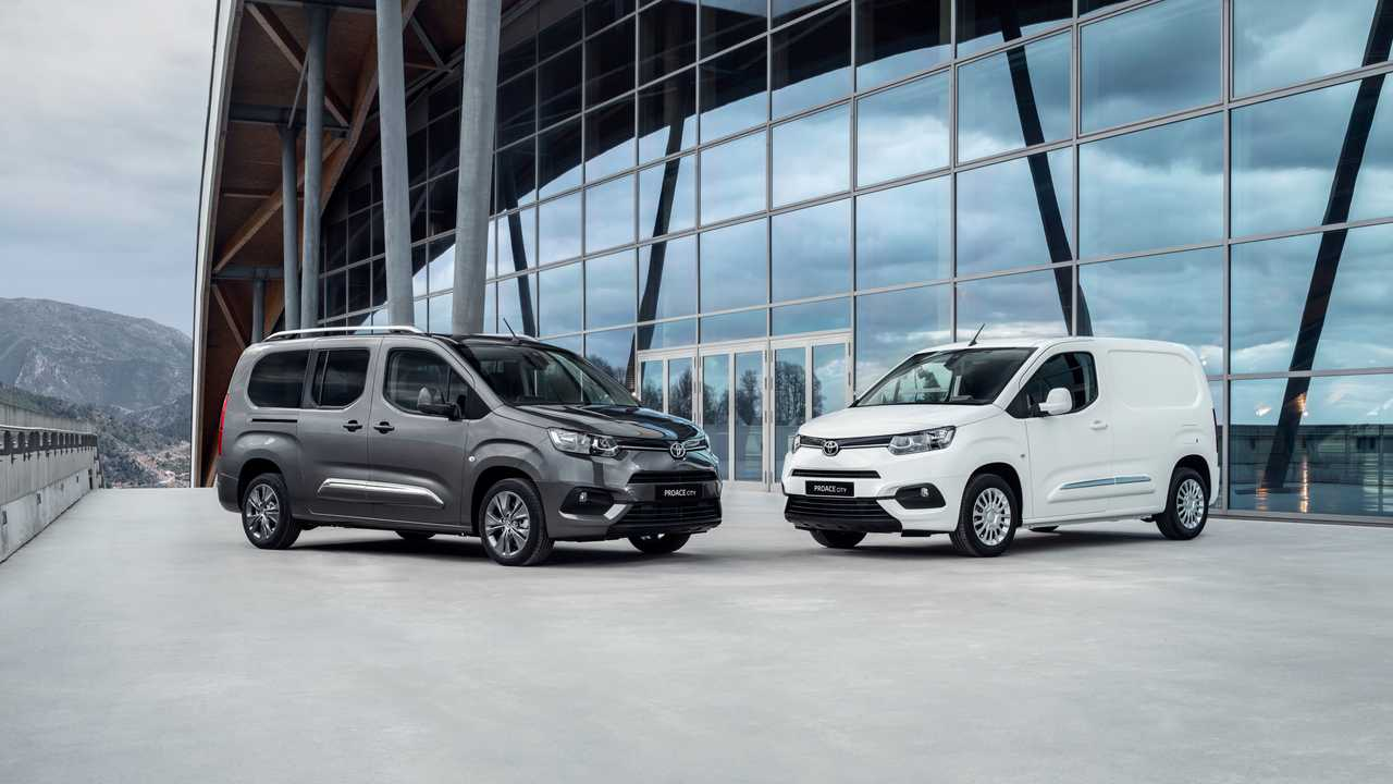 Toyota Proace City Verso (left) and Toyota Proace City (right)