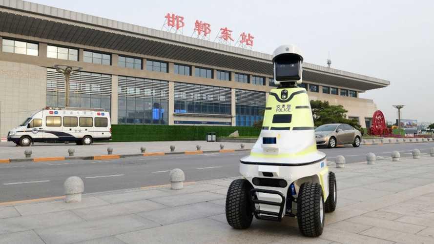 Гаишники-роботы стали реальностью (пока в Китае)