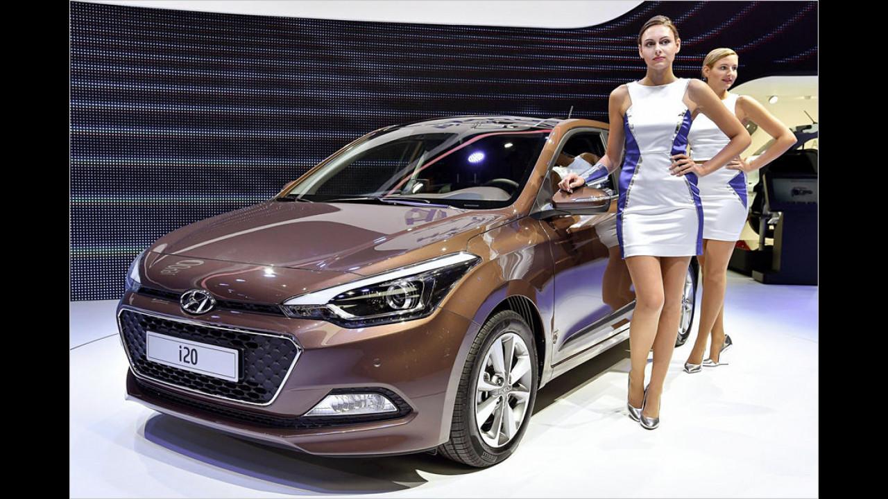 Gleich zwei nette Damen hat Hyundai mitgebracht. Und, um Ihren Blick auch darauf zu lenken, den neuen i20 ...