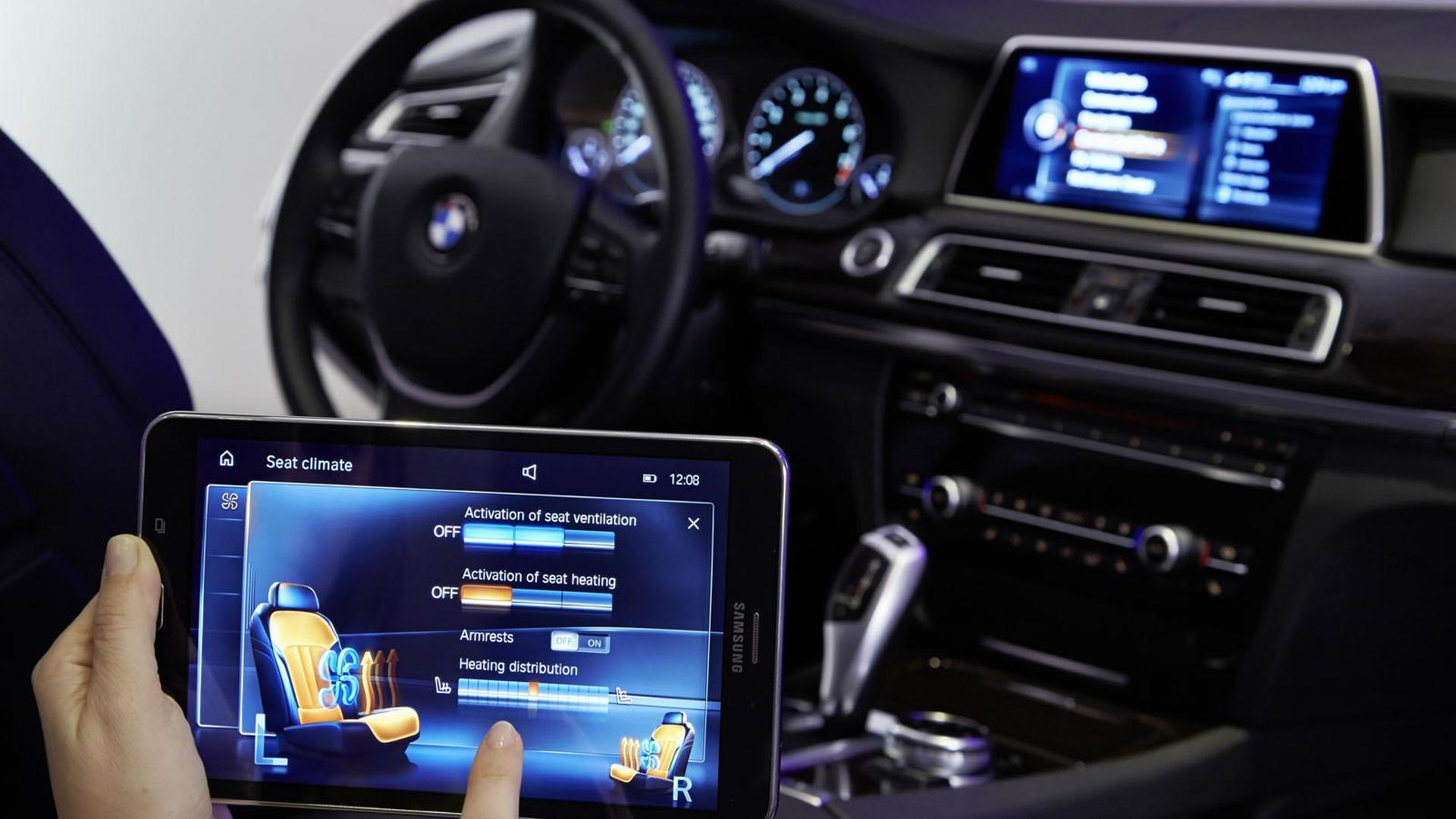 Bmw Shows Off New Idrive Touchcommand Systems Should Debut On The 2016 7 Series