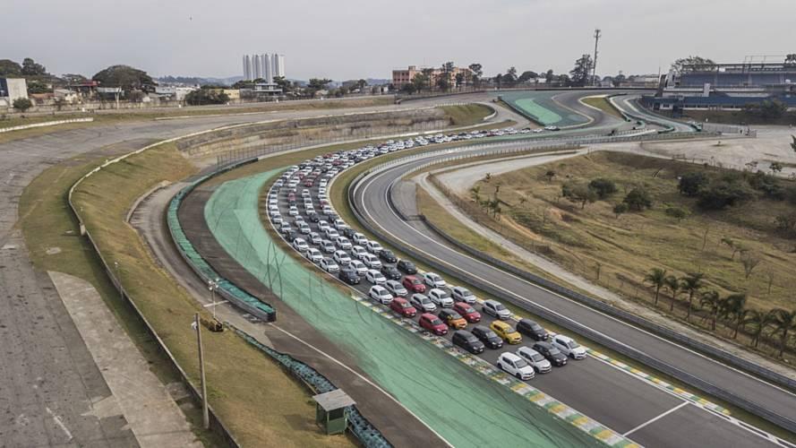 Renault bate recorde mundial com 192 Sandero R.S. no autódromo de Interlagos