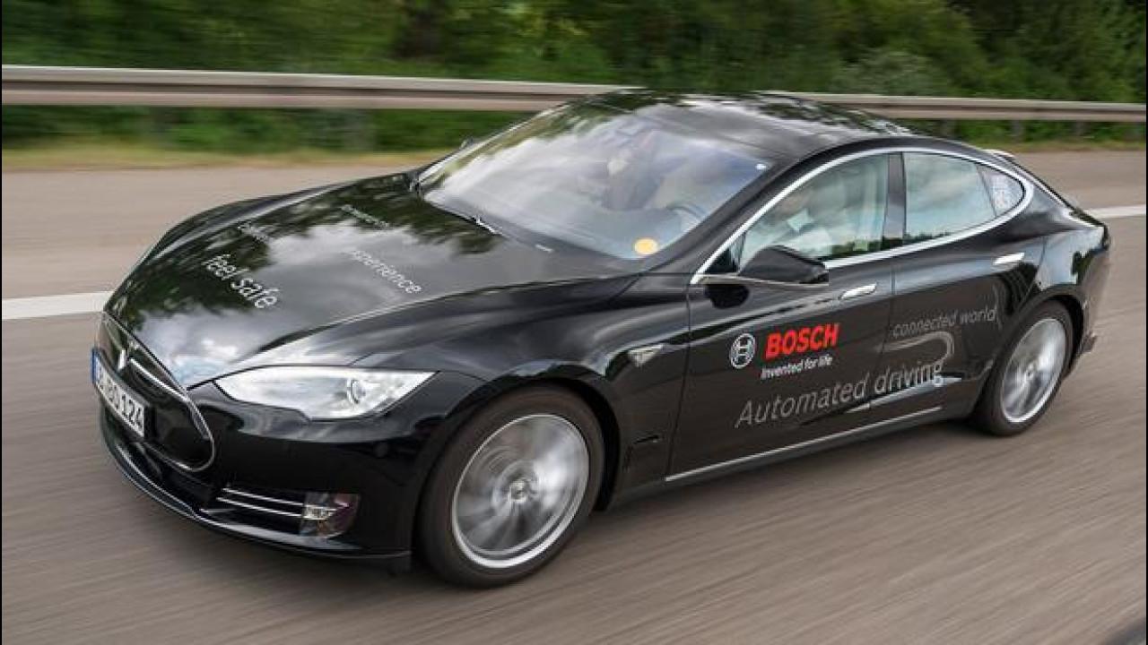 [Copertina] - Guida autonoma, più di 10.000 km di test drive senza incidenti