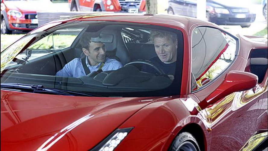 Ferrari, in pista con Gordon Ramsay [VIDEO]