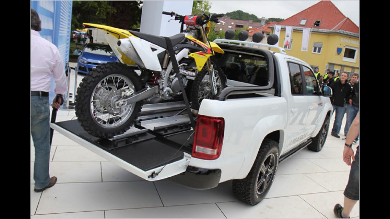 Auf dem Amarok basiert diese Studie mit passendem Motocross-Bike