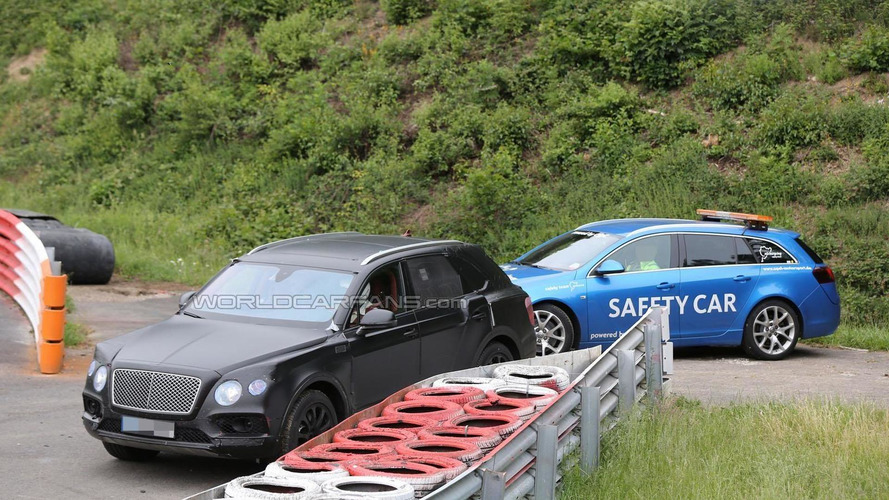 Bentley Bentayga breaks down on the Nürburgring