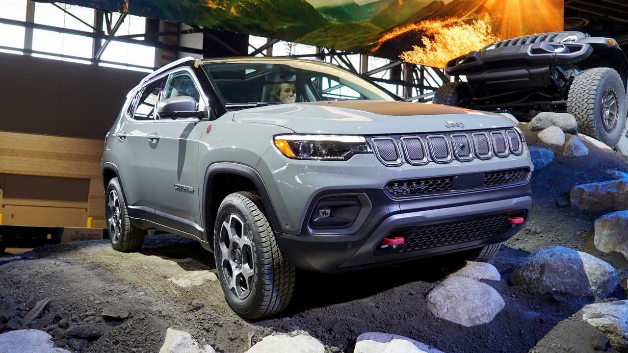 A side view of the 2022 Jeep Compass.