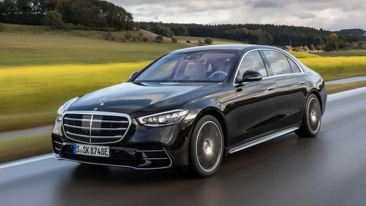Mercedes-Benz S 580 e; Exterieur: Onyxschwarz, AMG Line; Interieur: Leder Exklusiv macciatobeige/magmagrau
