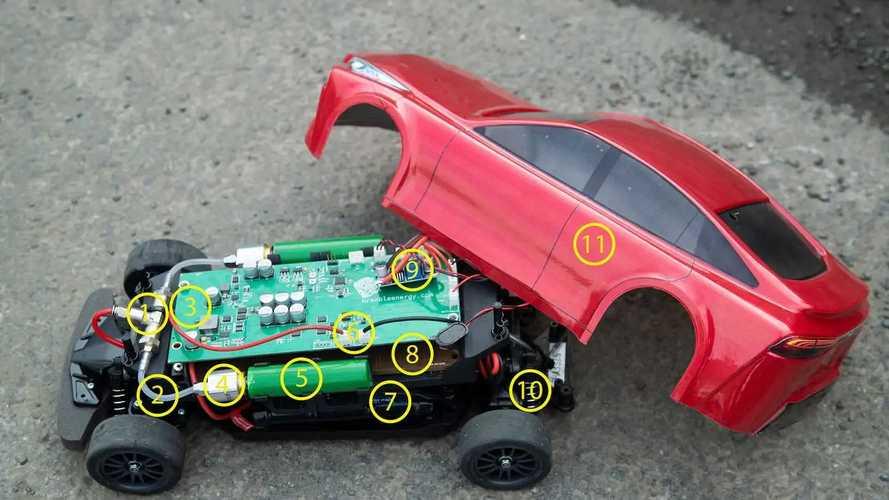 Ez a Toyota Mirai 1:10 méretarányú távirányítású autó is hidrogénnel működik