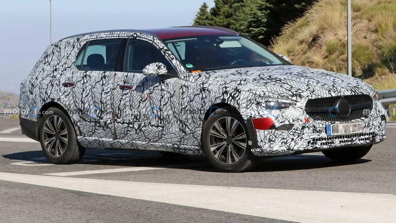 «Мерседес» тестирует соперника Audi A4 allroad на жаре (20+ фото)