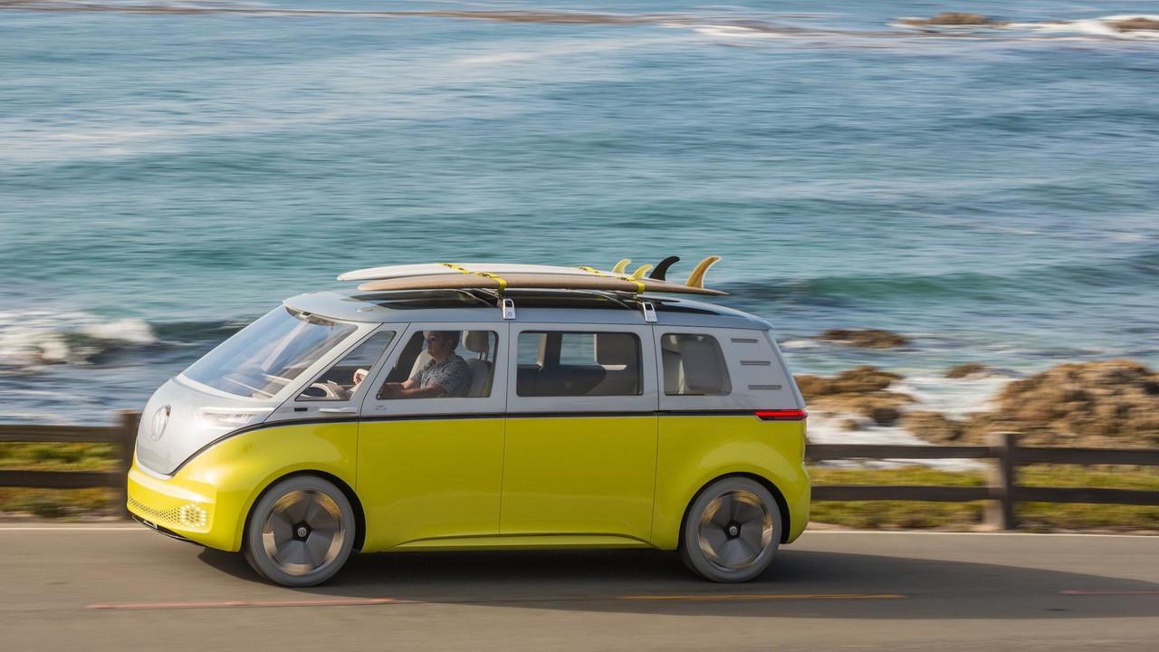 Der VW ID.Buzz soll schon 2022 in Serie gehen und in der Basis nur rund 40.000 Euro kosten